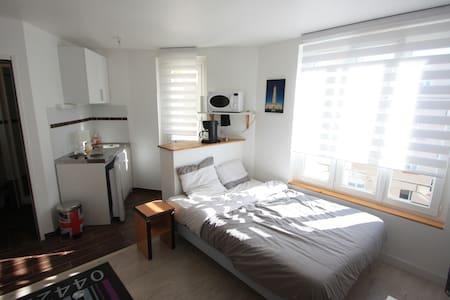 Studio meublé neuf au centre ville - Wohnung