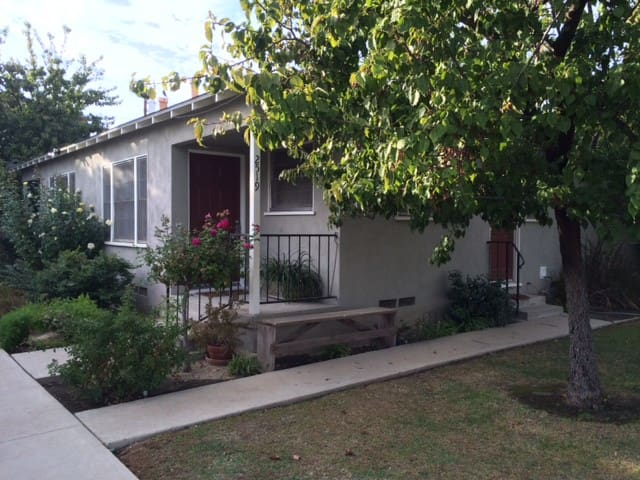 Cozy Vintage Near Downtown - Bakersfield - Apartment