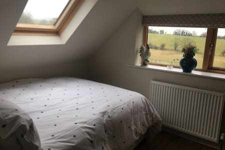 Cosy self contained barn in village - Twyford - Bed & Breakfast