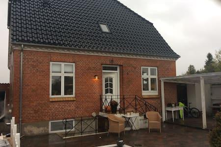 Skønt hus centralt i Danmark, tæt på alt - Nørre Aaby