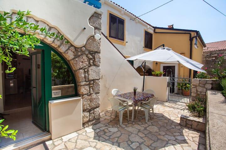 Rikardo apartment in historical core of village