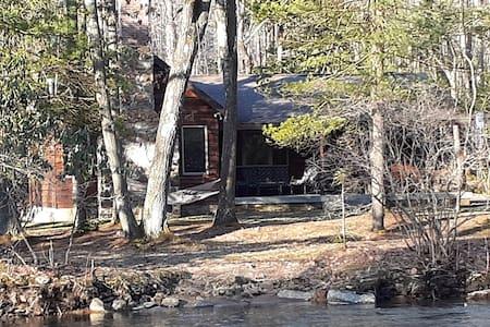 Secluded stream side cabin near Seven Springs