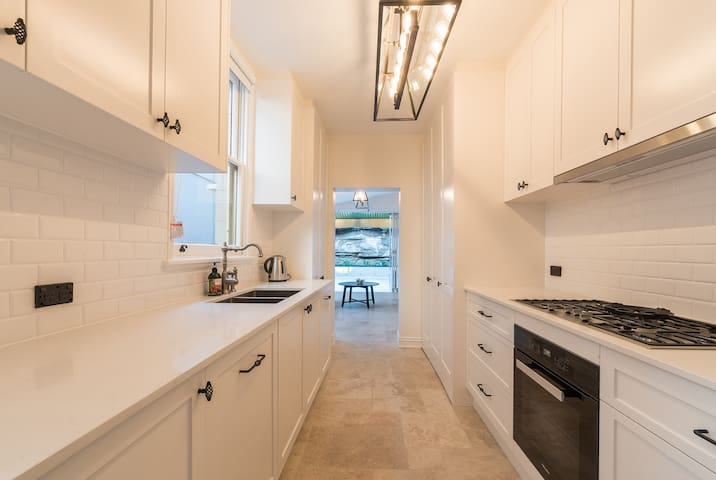 Large Inner City Home - Spacious & Brand New - Millers Point