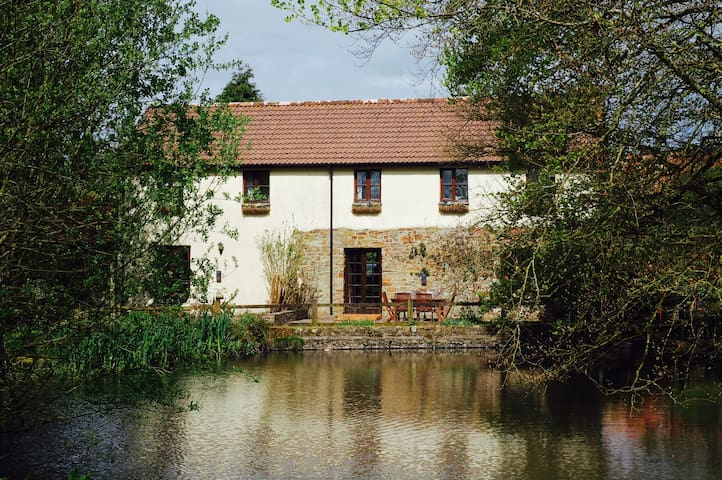 Otters Cottage, Lilypond Cottages