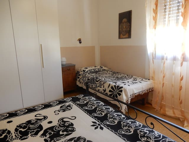 La camera col letto singolo e il matrimoniale
