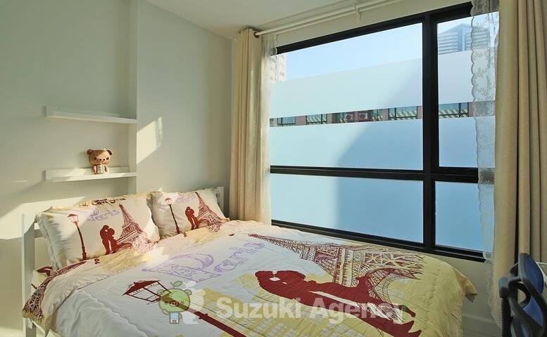 New modern room 2 min. to shopping mall