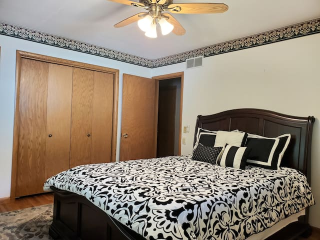 [*] Modern room+Private BATH, Close to Mayo Clinic