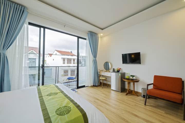 Q Villa Deluxe Double Room with Balcony, City View