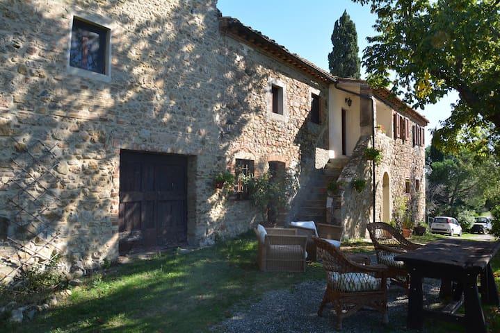 Podere Ulivacci, Tuscan manor outside Volterra