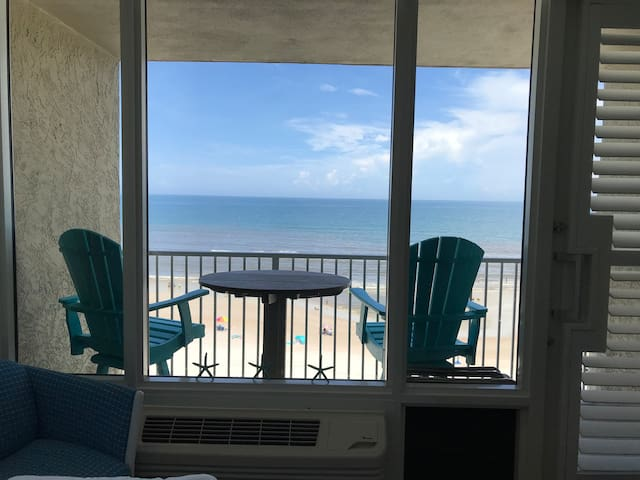 SIXTH FLOOR WITH BALCONY OVERLOOKING BEACH/OCEAN