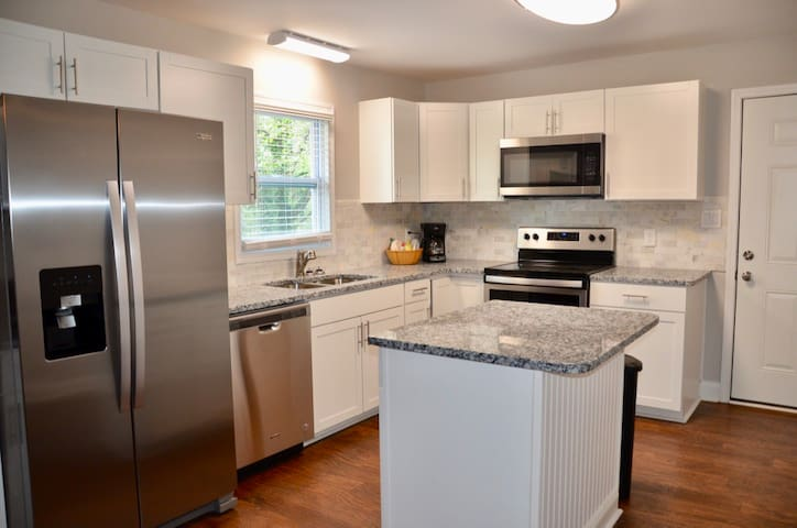 Luxurious!  2br. house near Historic downtown