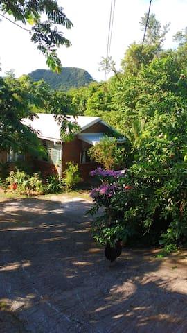 Sympathique bungalow proche plages et navette