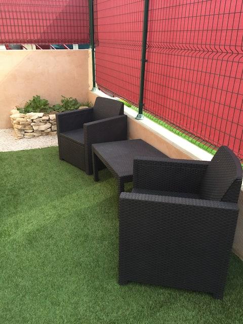 charmant studio meublé avec jardin privatif