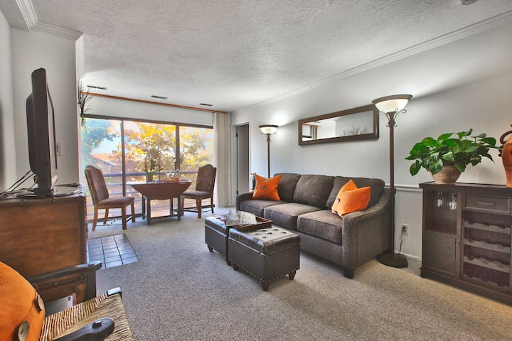 Luxury 1BR/1BA Condo Park City, Walk to Main St ❄
