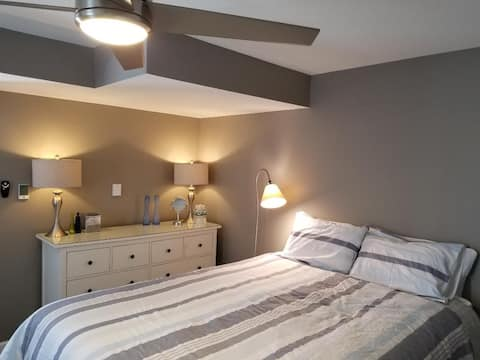 Luxury Suite w/ 2-Person Jacuzzi near Ithaca Mall