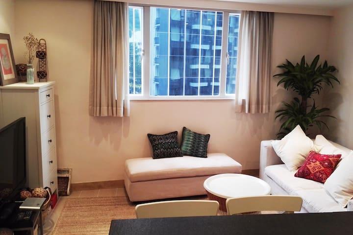Renovated and Cozy Apartment in Wanchai - Hong Kong Island - Condominium