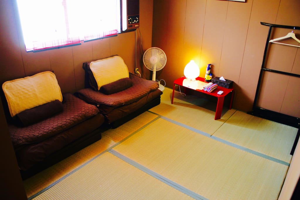●4.5 Tatami ●Air-conditioner●Closet●Low table●Table lamp
