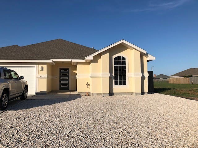 3/2 beach house fully furnished 3 blks from beach.