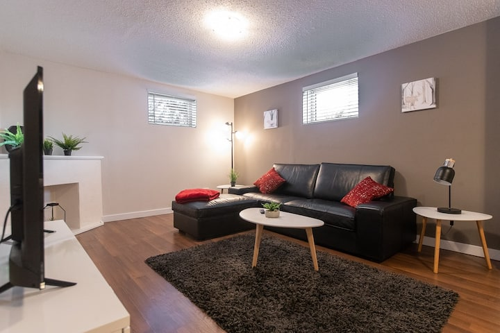 COZY Central Bsmt Suite near Whyte Ave &  U of A