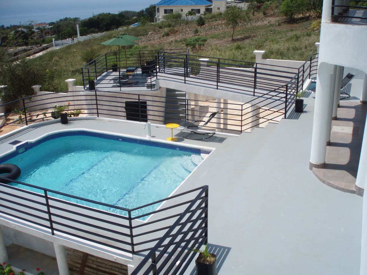 Newly finished raised entertainment area, overlooking the sea, with pool, shade area and plunge pool. Lovely.