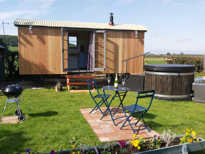 Romantic Eco Shepherds Hut with Private Hot Tub