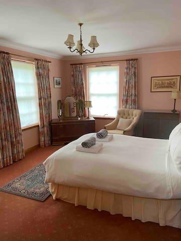 Master bedroom located on the ground floor with en-suite bathroom.