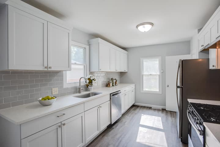 NEWLY-RENOVATED Charmer in Saint Louis Park