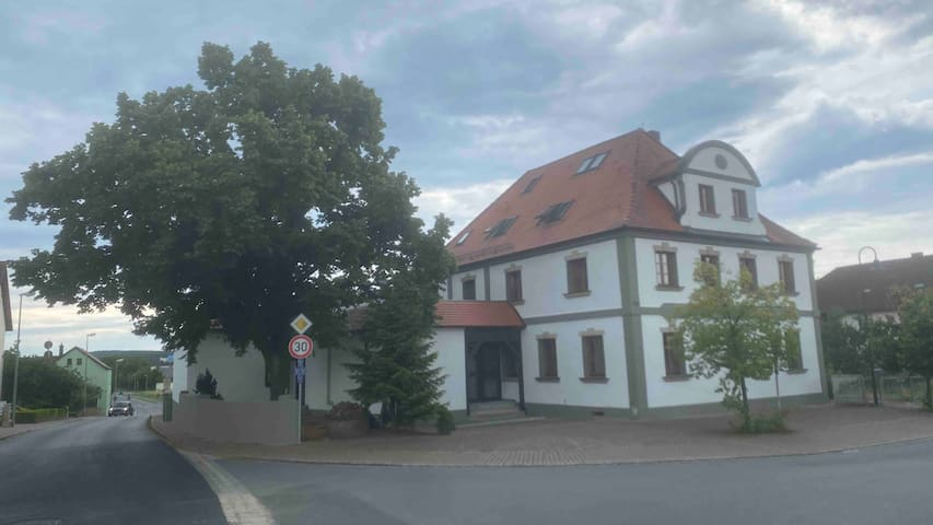 Zur Linde Erlangerstrasse 11 91093 Heßdorf