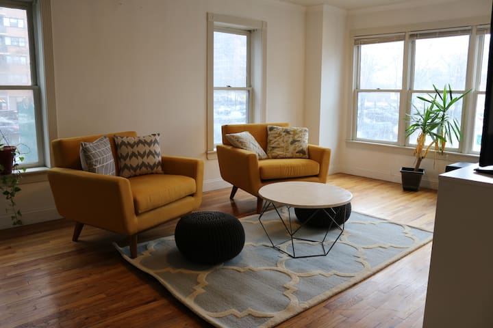1 Bedroom Apt. 2 Blks from Path to WTC/Midtown