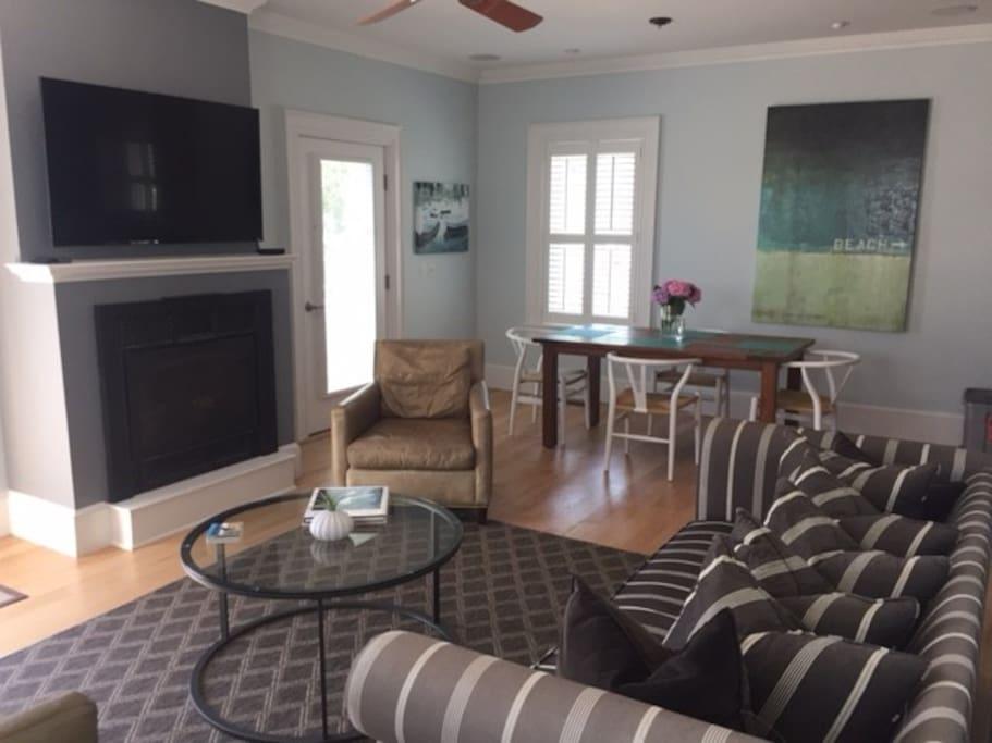 1st floor living room/dining room