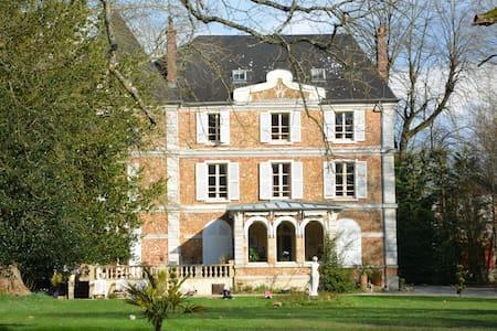 Chambres dans chateau au coeur du Vexin - Aincourt