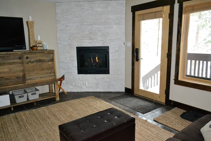 Low Rates! HighEnd Remodeled Condo At Bus Stop!