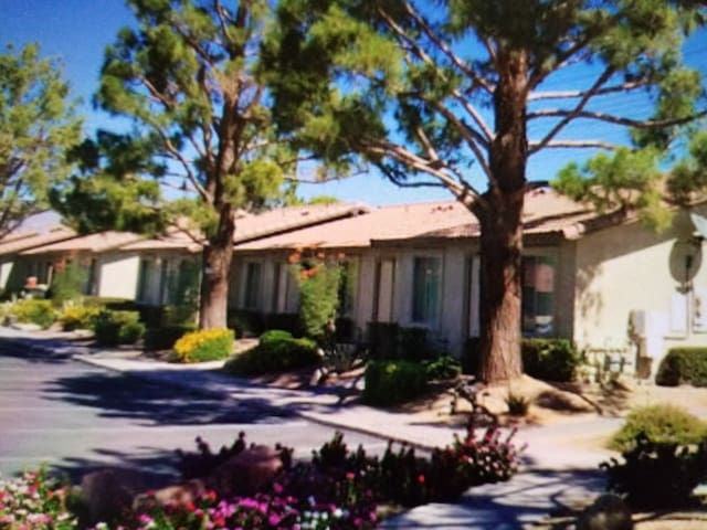 Desert INDIAN PALMS CONDO Golf SPECIALS Included