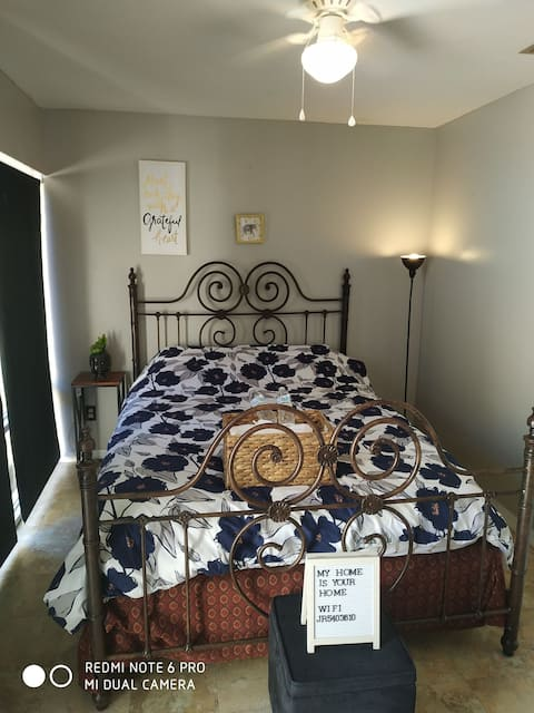 Lovely bedroom with private patio in Downtown