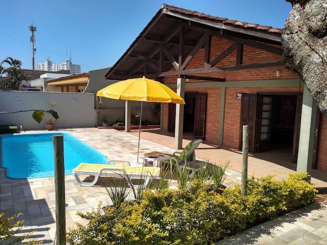 Casa Guaratuba com piscina