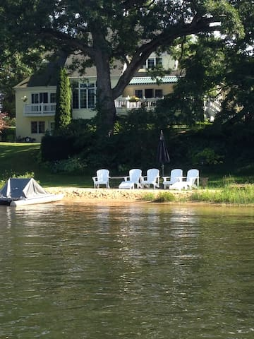 Lakefront with water toys, 16 guests near GR - Rockford - Huis