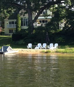 Lakefront with water toys, 16 guests near GR - Rockford - Hus