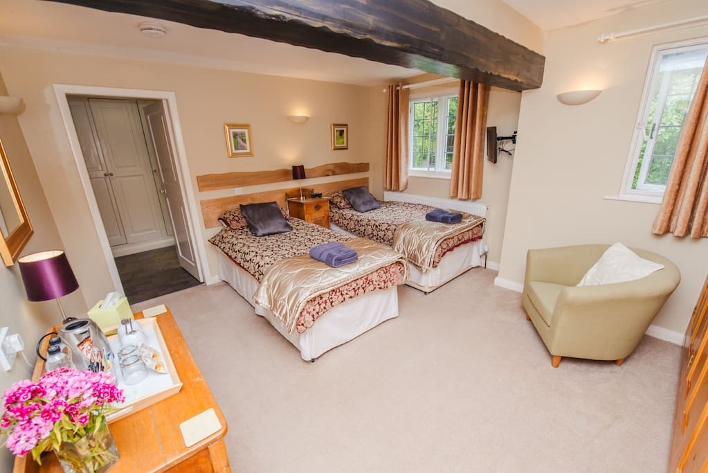 Cressbrook twin room with en suite