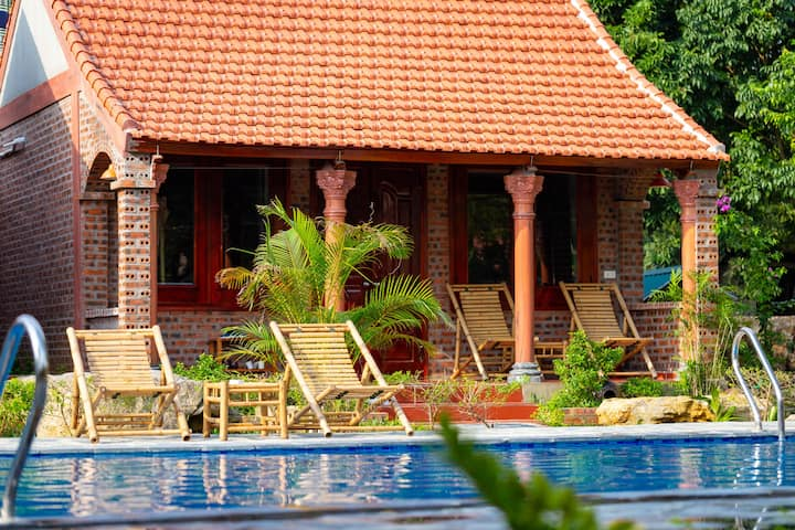 Bungalow Garden & poolside