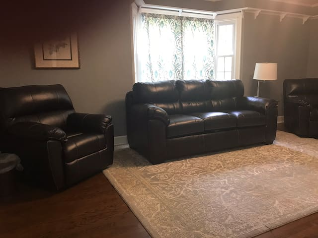 WI-FI - S. Charleston remodeled 3/ 2 Big home