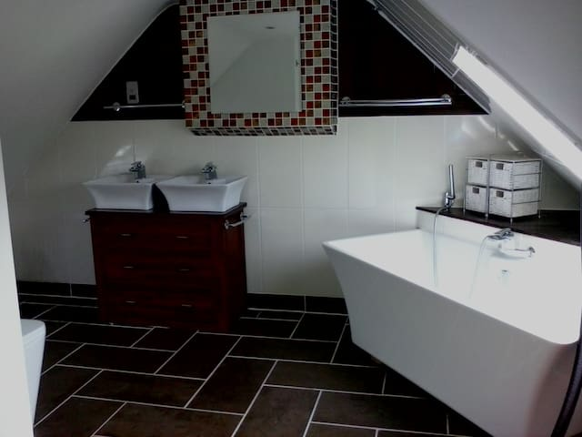 Stunning Ensuite Loft Double Room - Mortimer - Bed & Breakfast