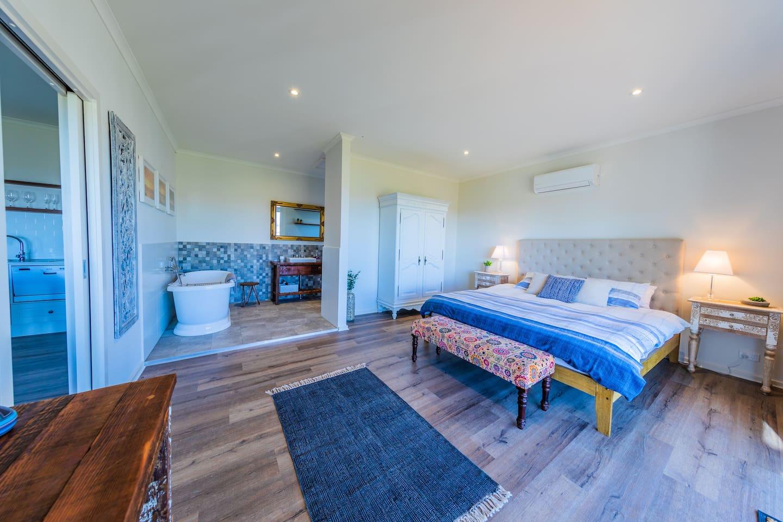 Luxurious coastal apartment
