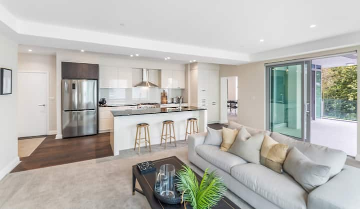 Huge 3 Bedroom Riverside Apartment