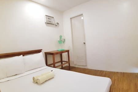 ★ Couple Rm#1 • AC w/ T&B + Free WiFi & Kitchen ★