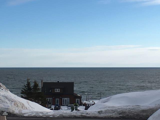 2 chambres à louer vue sur mer!!!!! - Gaspé - Casa