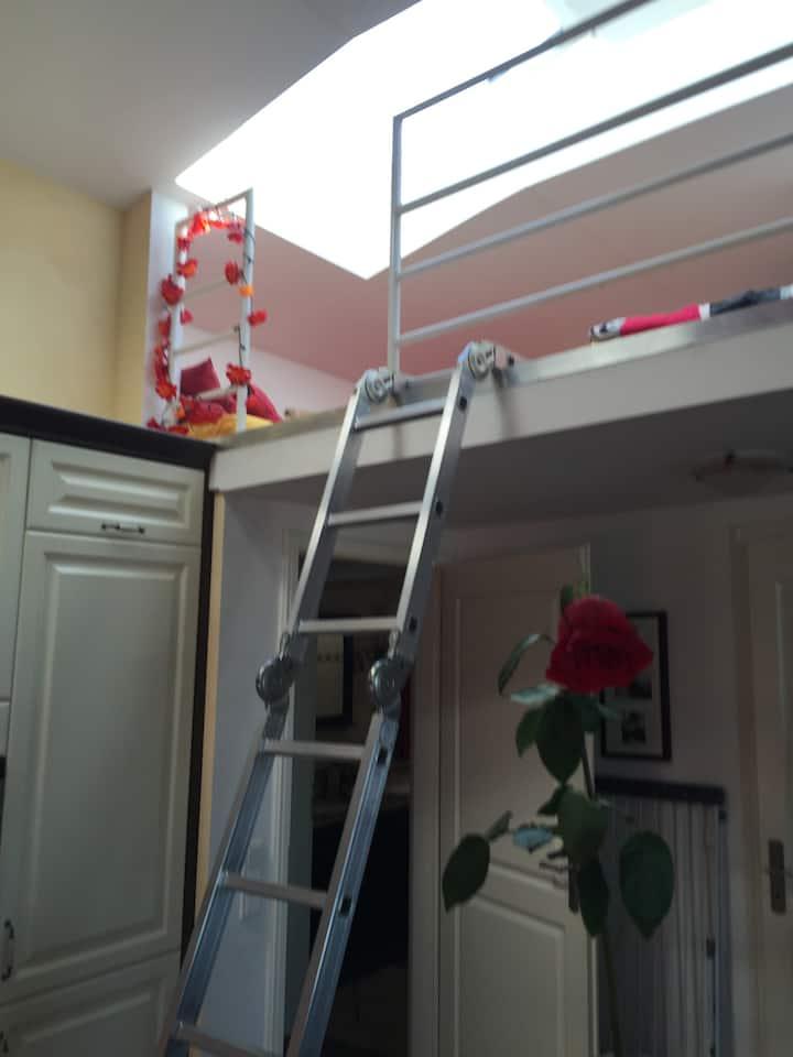 Schlafgalerie mit 2 Plätzen in Dachgeschosswohnung