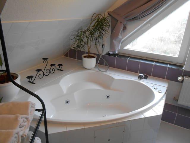 Twin+1 mit Bad u. schönem Gartenbereich und Küche
