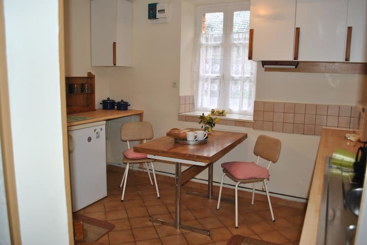 fully equipped kitchen,including washing machine