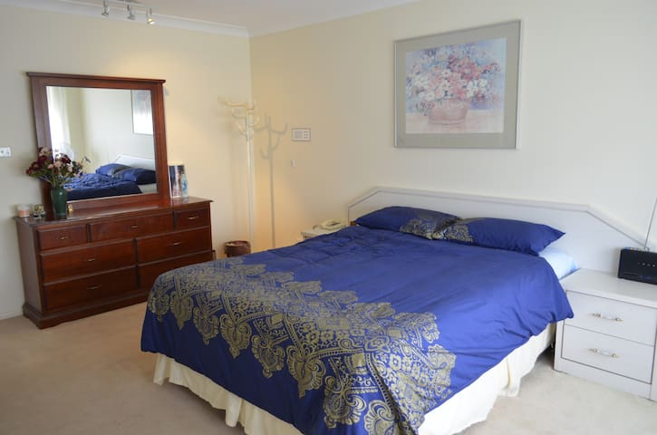 3 bedrooms in a family friendly home - Castle Hill - Hus