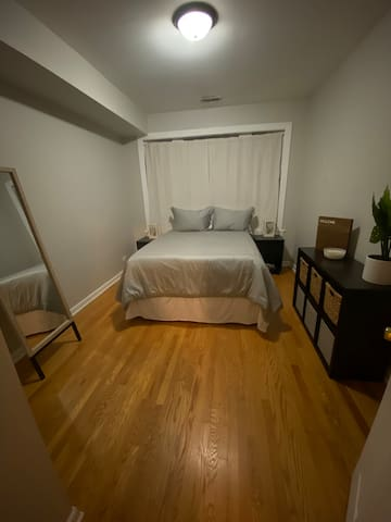 Private Room with Free Parking near Downtown